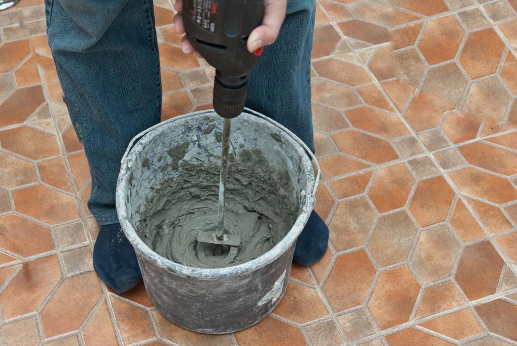 Подготовка раствора для укладки кафеля