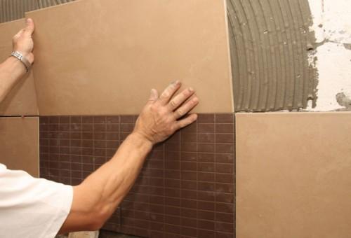 Монтаж плитки на стену в ванной
