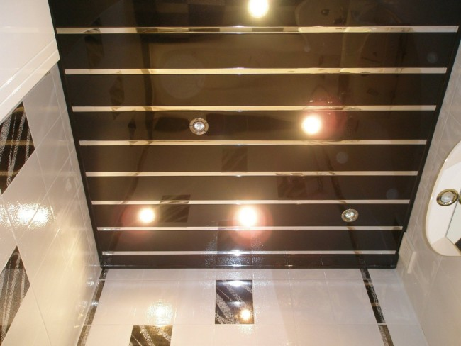 потолок для ванной из пробковых панелей